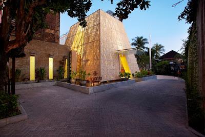 tampak lobby  hotel Ananta Legian Bali