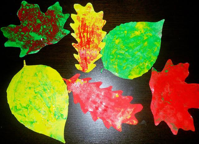 Malujemy liście, jesień, prace plastyczne, farby, przedszkole, żłobek, pani domowa