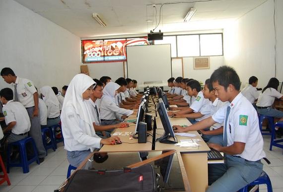 Rasio Jumlah Siswa SMK/MAK per Guru Sertifikasi yang Ideal