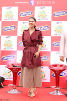 Kajol Looks super cute at the Launch of a New product McVites on 1st April 2017 08.JPG