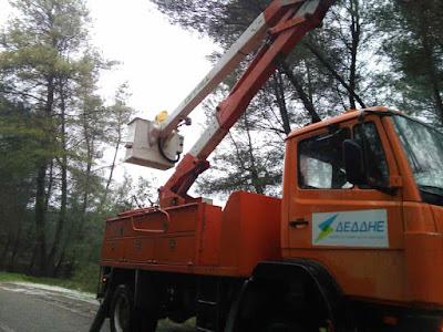 Υπό αντίξοες καιρικές συνθήκες η αποκατάσταση βλαβών στην ηλεκτροδότηση  (φωτο-βίντεο) | Νέα από το Αγρίνιο και την Αιτωλοακαρνανία-AgrinioLike