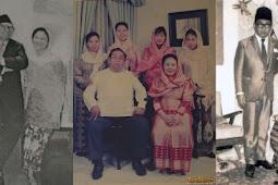 15 Foto lawas Gus Dur dalam berbagai momen, bikin kangen