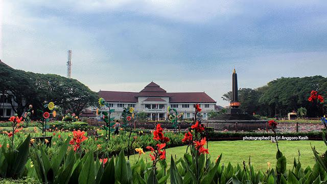 Foto Taman Tugu Balaikota Malang yang indah