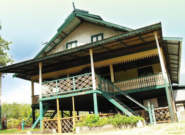 Rumah Adat Provinsi Sulawesi Tengah ( Rumah Tambi )
