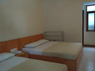 ruangan kamar hotel pantai indah