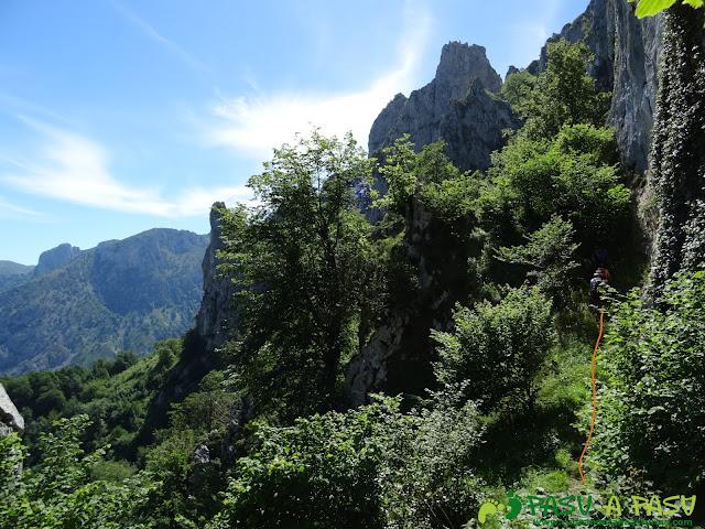 Pasada del Picayo: Faldeando un murallón