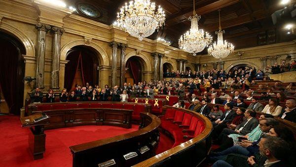 Parlamento catalán suspende votación del pleno de investidura