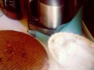 كيكة الكاكاو بالفراولة ولا أسهل