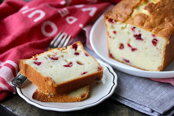 Pound cake with cranberries and sour cream
