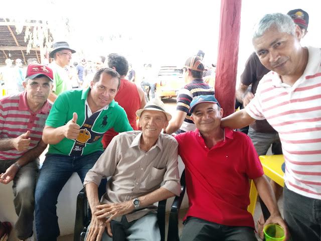 O empresário e pecuarista Dida do Tio Luís reúne amigos e lideranças políticas em sua fazenda na ferra de gado