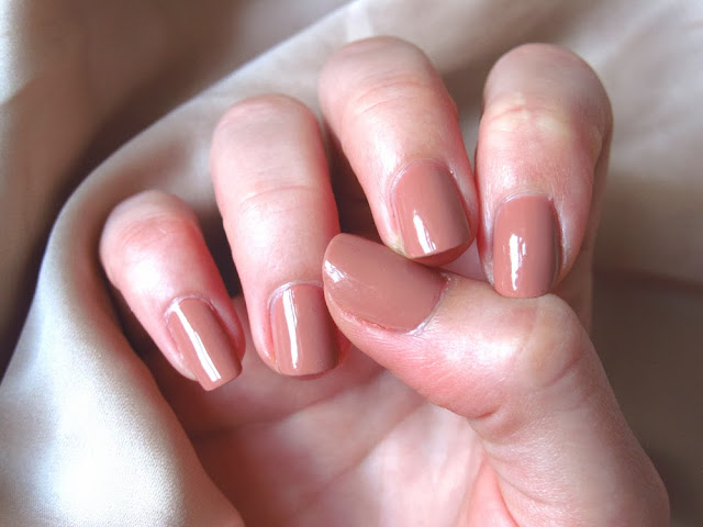 Bourjois Paris nude nail varnish