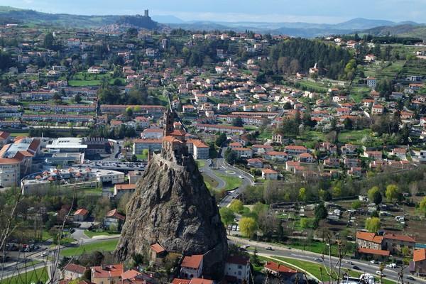 haute-loire le puy en velay statue notre-dame france vue rocher chapelle saint michel aiguilhe