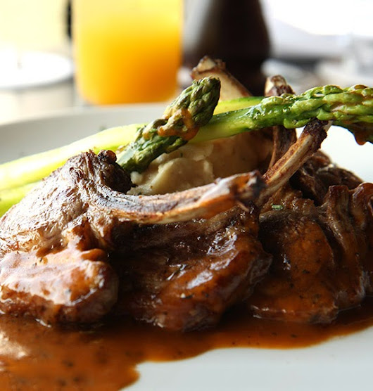 Delicious Lamb Chops and Asparagus