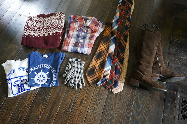 1970s vintage tee tshirt 70s tie plaid shirt suede brown boots 70s annees 70 cravate chemise bottes ski sweater pull