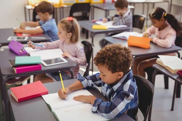 Educa Mais Brasil - alunos estudando em sala de aula
