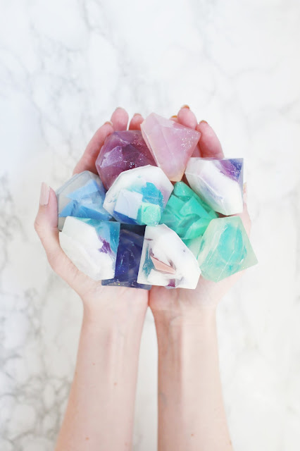 http://www.abeautifulmess.com/2016/10/gemstone-soap-diy-two-ways.html