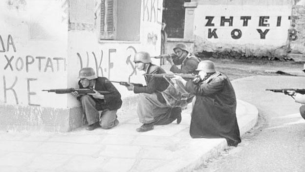 Yunan Komünistleri Atina'da İngilizlerle Çatışıyor