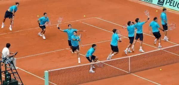 Yüzlerce Roger Federer Tenis Oynasa