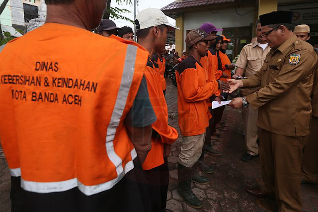 Zakat untuk Petugas Kebersihan Banda Aceh, Baitul Mal Habiskan Rp369 Juta