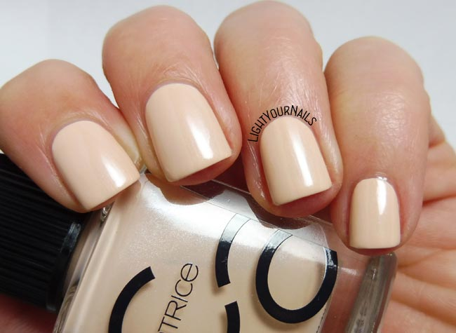 Catrice ICONails 12 Creaming Of You smalto nude nail polish