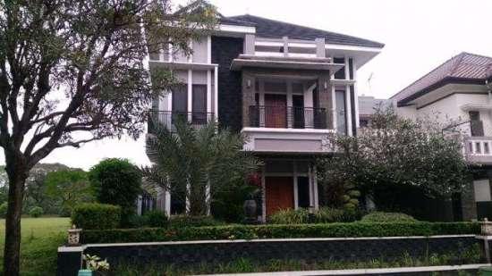 Rumah Pasangan suami-istri, Hidayat Taufiqurohman dan Rita Agustina pelaku yang diduga memalsukan vaksin di Jalan Kumala II, Kemang Regency, Bekasi, Jawa Barat