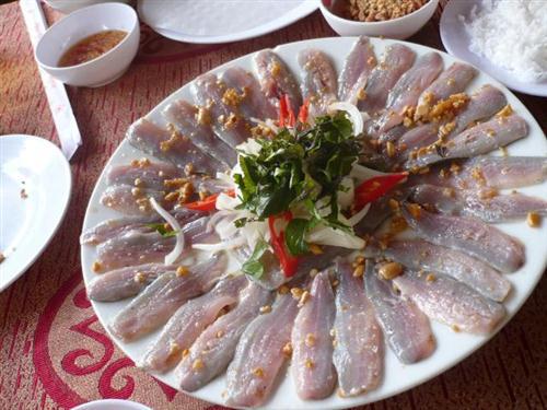 Gỏi cá trích món ăn đậm chất Phú Quốc