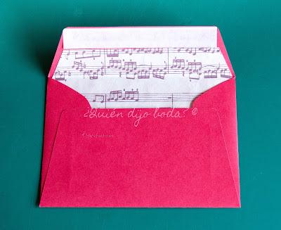 Sobre para invitación de boda personalizado con forro de partitura