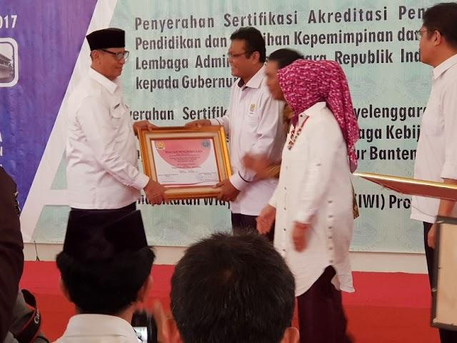 Gubernur Wahidin Terima Penghargaan Tertinggi Dari LAN