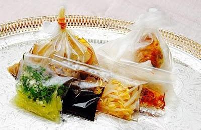 Hindarilah Membungkus Makanan Yang Masih Panas Menggunakan Plastik, berikut adalah cara agar kita terhindar dari makanan yang dibungkus menggunakan plastik