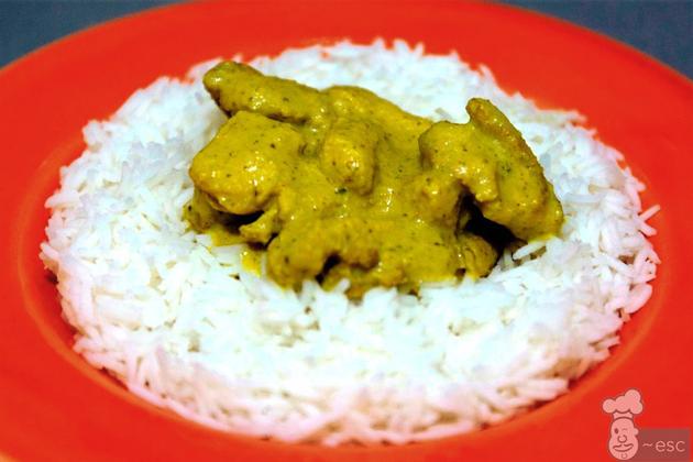 Pollo al curry de cacahuete con arroz aromático