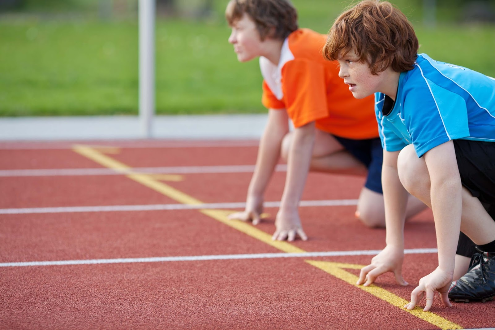 Boys racing at sports day - childcare vouchers - motherdistracted.co.uk