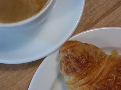 Croissant und Espresso