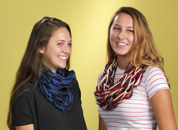 Arm Knitting Scarves @craftsavvy #craftwarehouse #armknitting #scarf #cowel #diy