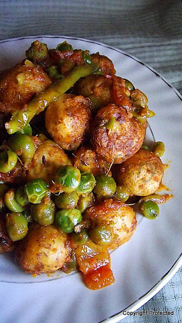 Aloo matar dry, potato with peas