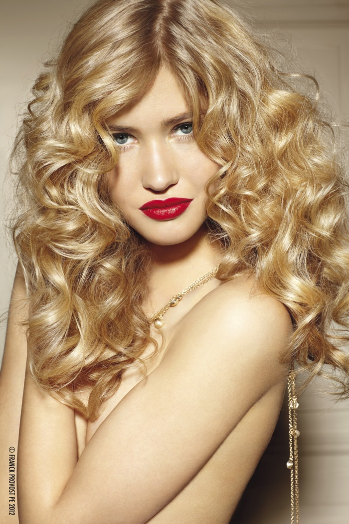 long layered hairstyle, blonde, curls, curly hair