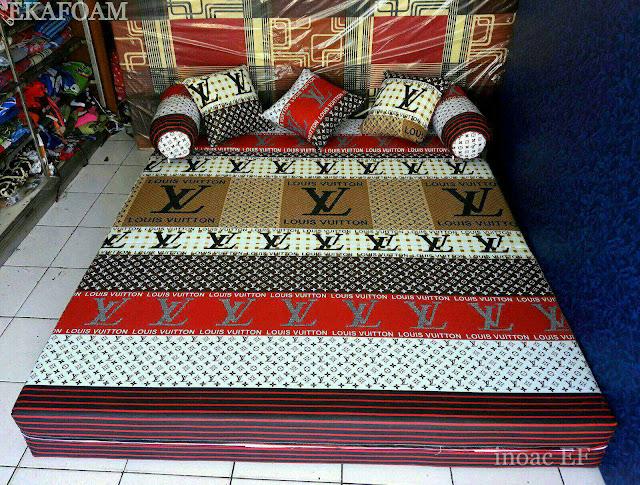 Sofa bed inoac Elve merah putih