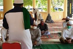 Hendra Lesmana Laksanakan Sholat Idul Fitri Mandir Bersama Keluarga di Nanga Bulik