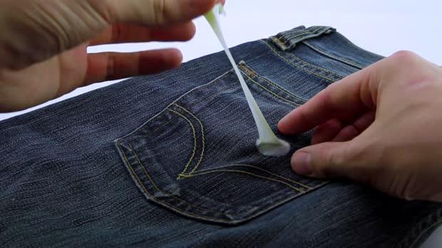 85427d5919 Cómo quitar chicle de un pantalón vaquero