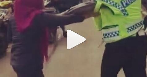 VIDEO: Hendak Ditilang, Wanita Ini Justru Ngamuk Dan Cakar Polisi