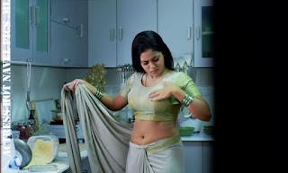 Shamna Kasim AKA Poorna Hot Sexy Navel Show In Saree
