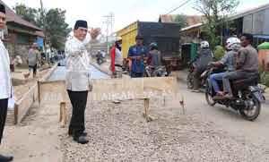 Pjs Walikota Palembang Akhmad Najib Tinjau Langsung Perbaikan Jalan di Gandus