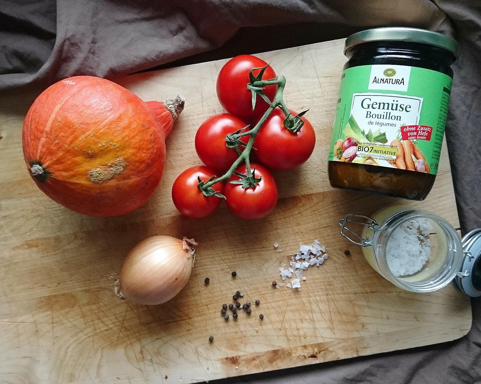 Die weltbeste Kürbis-Tomaten-Suppe | Wärmende Herbstrezepte | Kürbisrezepte | Saisonale Rezepte mit Kürbis | judetta.de