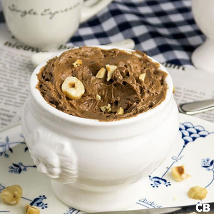 Zelfgemaakte chocoladepasta met geroosterde hazelnoten