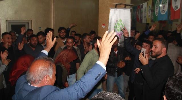 HDP, seçim bürosuna sığmadı