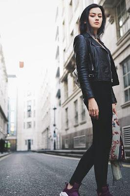 Kimberly Ryder alis cantik kaki jenajng celana jeans ketat