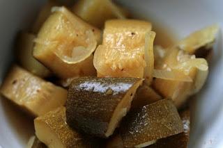 Eingelegte Zucchini in Honig-Senf-Marinade und Curry