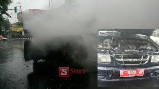 Akibat Konsleting Mobil Dinas Ini Terbakar