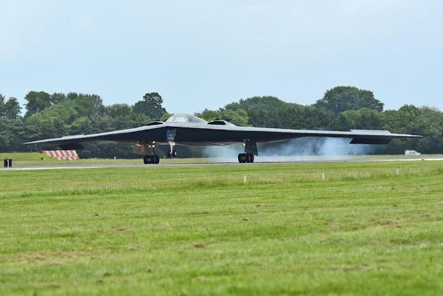 USAF B-2 SPIRIT STEALTH BOMBERS ARRIVE IN UK
