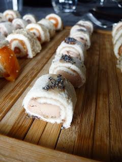 Roulés apéritifs : pain de mie / saumon fumé / foie gras
