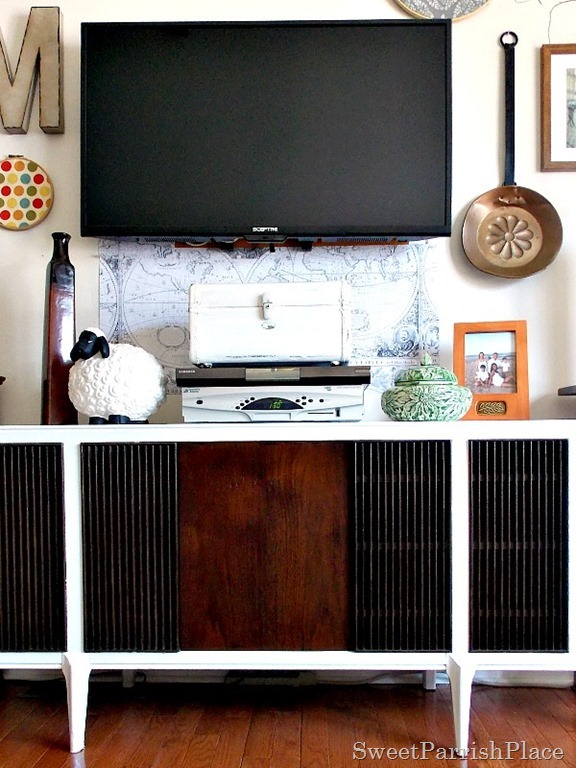 Mid Century Modern Record Player Makeover